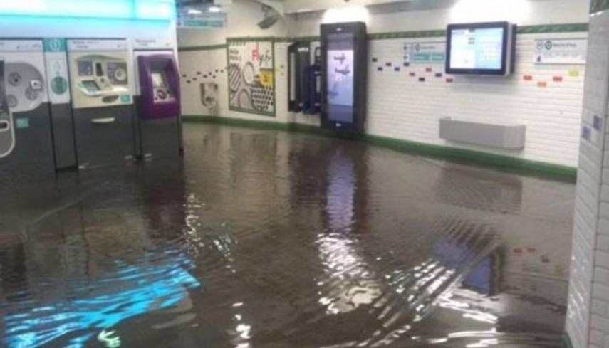 В Париже затопило несколько станций метро
