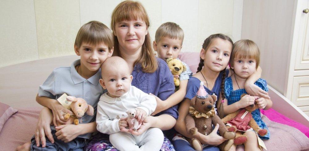 Каким многодетным семьям выделят 54 млн рублей на жилье