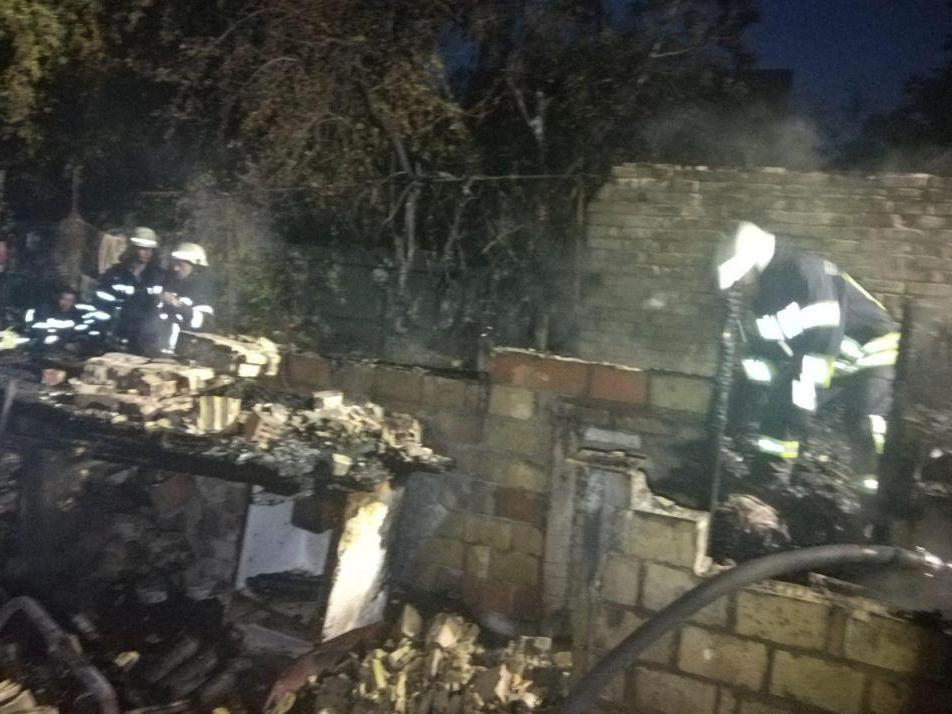 В Киеве полностью сгорел частный дом (Фото)