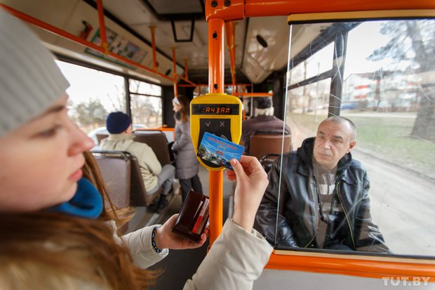 В московских автобусах турникеты заменят на валидаторы