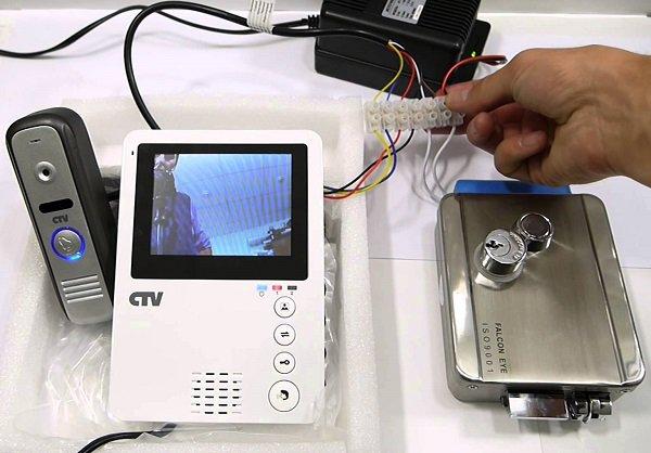 Жителям Подмосковья предложат два варианта установки видеодомофонов