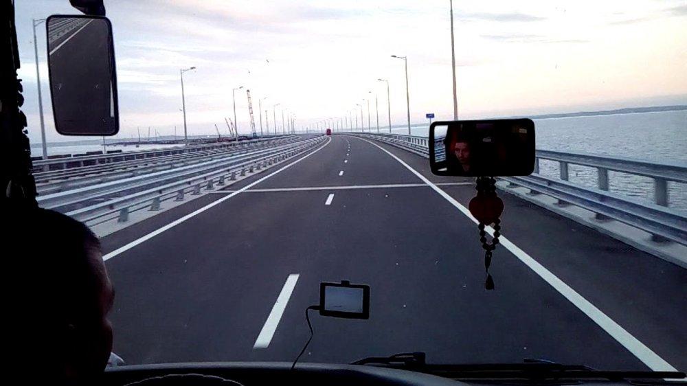 Полмиллиона машин проехали по Крымскому мосту — доля автобусов растет