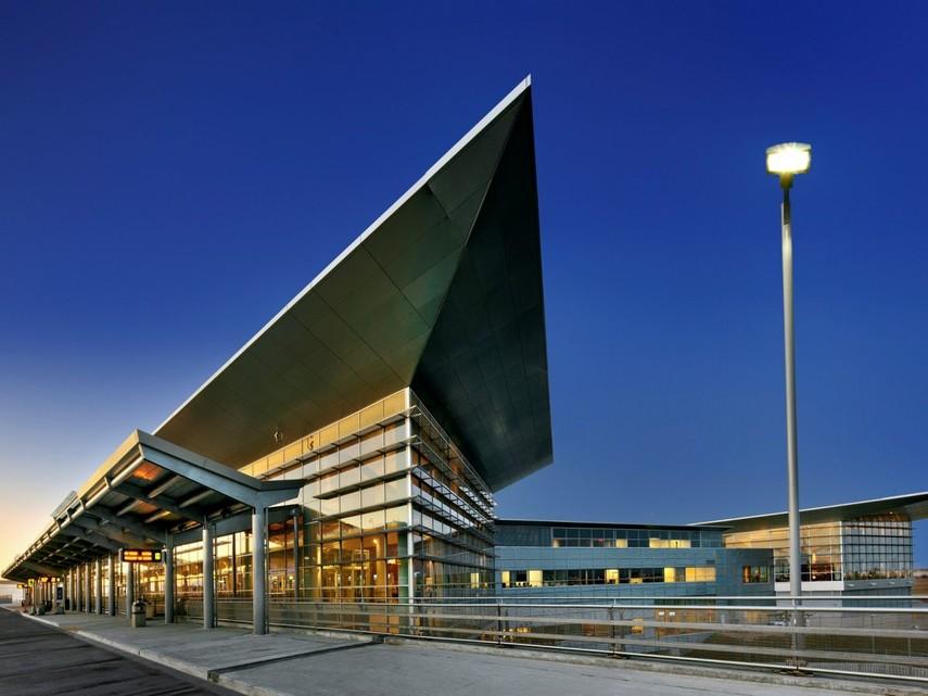 В Канаде эвакуировали пассажиров международного аэропорта