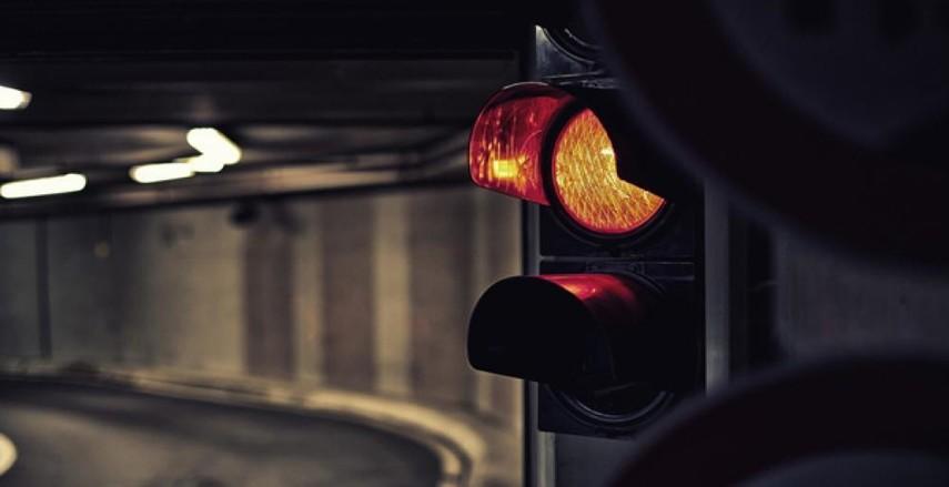В Украине начали отменять желтый сигнал светофора