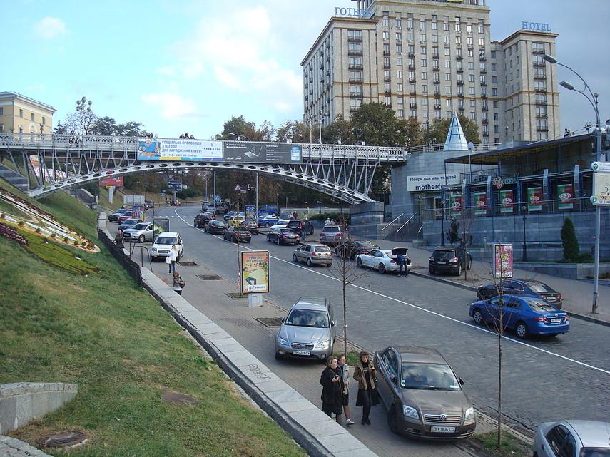 В Киеве на Аллее Героев Небесной сотни запретят парковку
