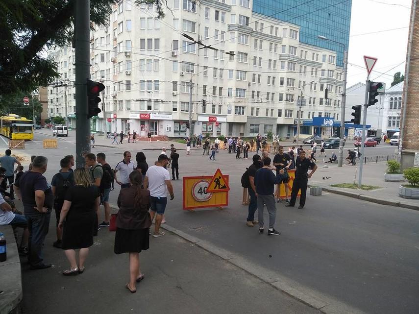 На столичной Лукьяновке националисты перекрыли дорогу