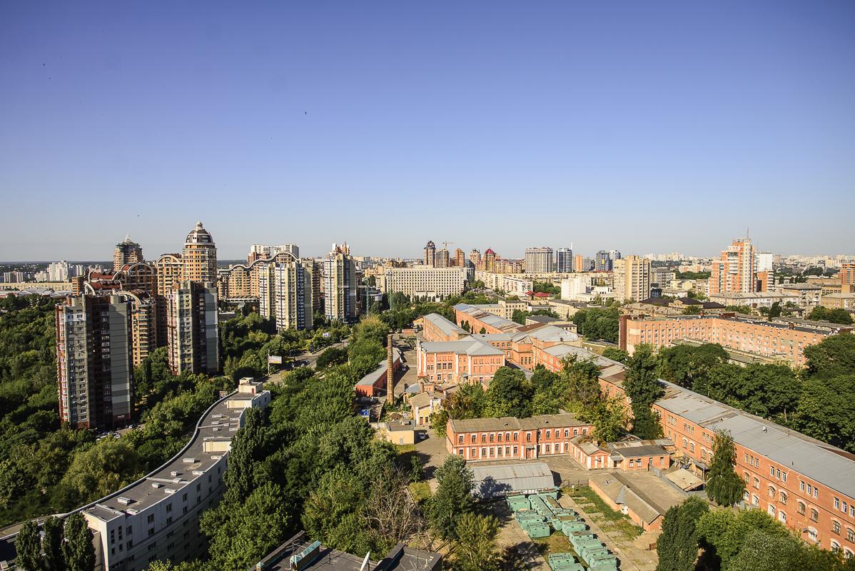 Руфер рассмотрел наивысшие точки Киева с крыши высотки (Фото)