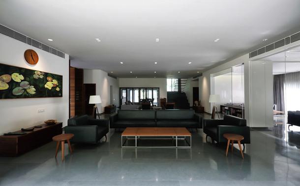 Современный бетонный дом в Индии (Фото)