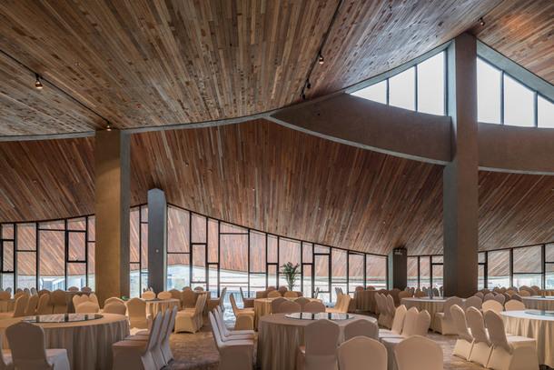 Курортный отель посреди китайских гор (Фото)