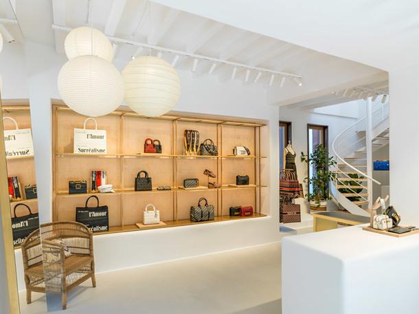 Как выглядит новый поп-арт бутик Dior (Фото)
