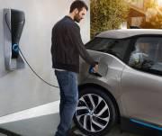 Все автостоянки и АЗС хотят обустраивать електрозарядными устройствами