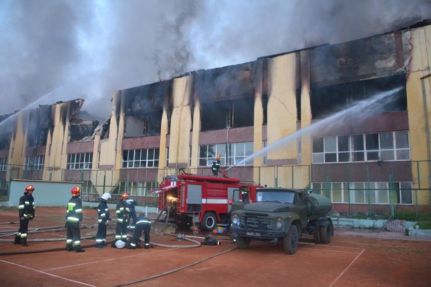 Во Львове загорелся спорткомплекс Минобороны (Фото, Видео)