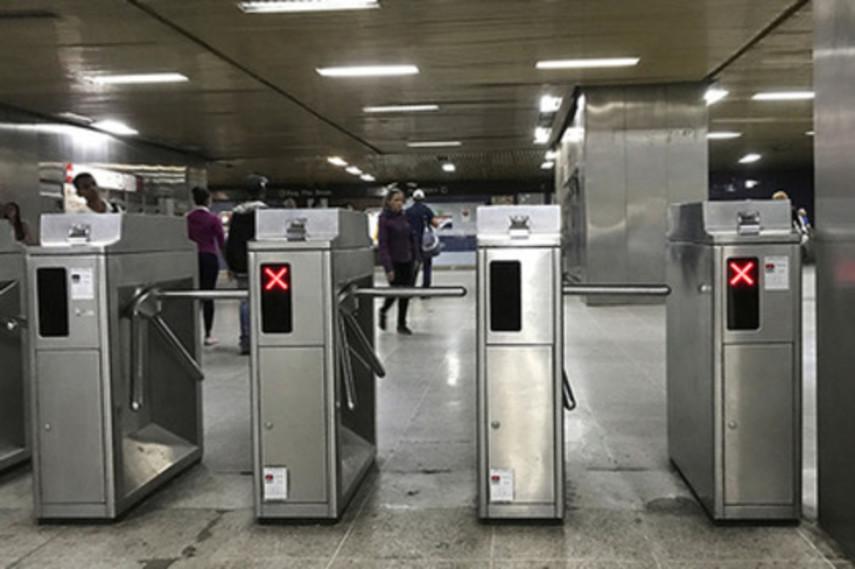 В Киеве уже 70% пассажиров метро не пользуются жетонами