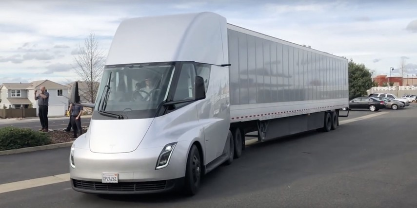 Электрогрузовик Tesla испытывают на дорогах общего пользования