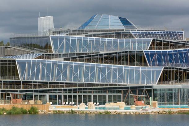 Французский аквапарк в виде оригами (Фото)