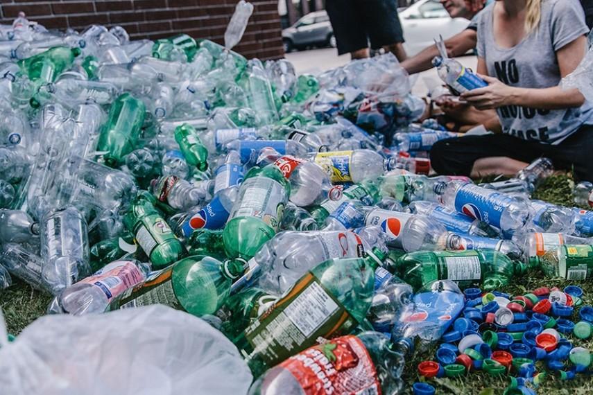 Европарламент отказался от пластиковой посуды