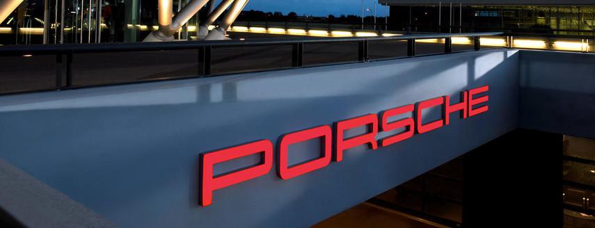 Porsche приостанавливает продажи автомобилей в Европе
