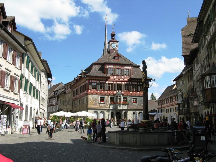 Жители швейцарского города будут получать от властей более 2 тыс. евро