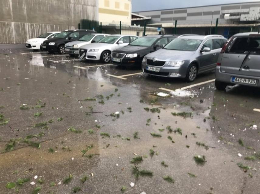 В Словении град разбил автомобили (Фото)