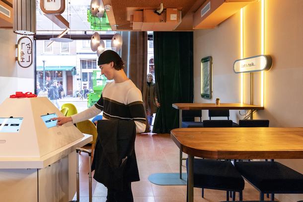 Отель для людей цифрового поколения в Роттердаме (Фото)