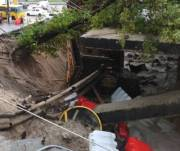 На улице Елены Телиги из-за дождя частично обрушился путепровод