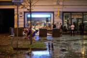 Ночной ливень затопил Крещатик и обвалил фасад здания