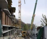 На скандальном строительстве на Андреевском спуске демонтировали строительный кран