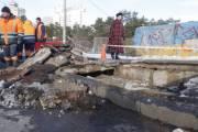 «Киевавтодор» срочно ремонтирует провалившийся мост у метро «Дарница»