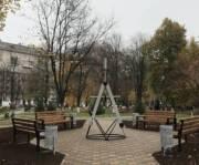 Вместо МАФа возле киевского университета появился сквер и инсталляция