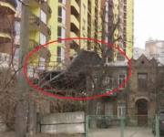 Суд требует у застройщика снести незаконную пристройку к памятнику архитектуры