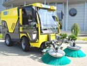 Улицы столицы начали мыть от песка и убирать мусор