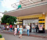 Киевлянам пообещали, что МАФы возле метро уберут