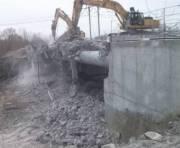 На Осокорках демонтировали мост к скандальной стройке