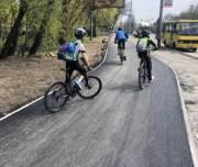 Киевлянам рассказали, как продвигается строительство велосипедной дорожки на улице Заболотного