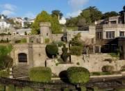 Современный дом-замок можно купить в Великобритании