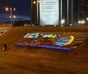 Светящаяся клумба появилась возле метро «Левобережная»