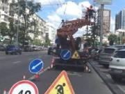 В Киеве демонтируют дорожные знаки с рекламой