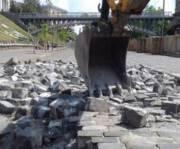 Суд запретил демонтировать брусчатку на улице Институтской