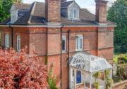Дом, в котором жил в детстве Стивен Хокинг, продают