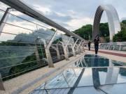 Поврежденную ограду нового Пешеходного моста заменят за два дня