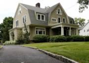Семье пришлось продать дом мечты из-за зловещих записок