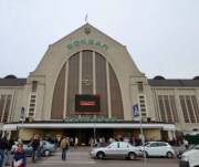 Двери на Центральном железнодорожном вокзале в Киеве отремонтируют почти за 4 миллиона гривен
