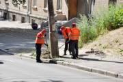 Киевлянам показали, как ремонтируют дорогу в их дворах