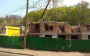 Незаконное строительство на улице Нижнеюрковской не могут остановить