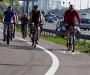Для велодорожки на Троещине установили новое освещение