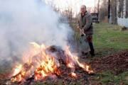 Киевлян призвали вызвать полицию при выявлении случаев сжигания листьев