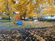 На Троещине завершают строить 35 детских площадок
