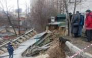От властей требуют защитить дома от оползней на улице Ушакова