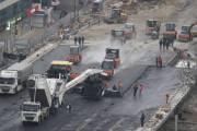 Начали асфальтировать Шулявский мост (видео)
