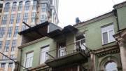 На улице Саксаганского демонтируют незаконную надстройку (фото)